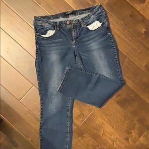 Max Jeans. Stretch denim crops. EUC